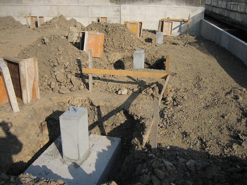 試験栽培ハウス建設中(2006/11/14)