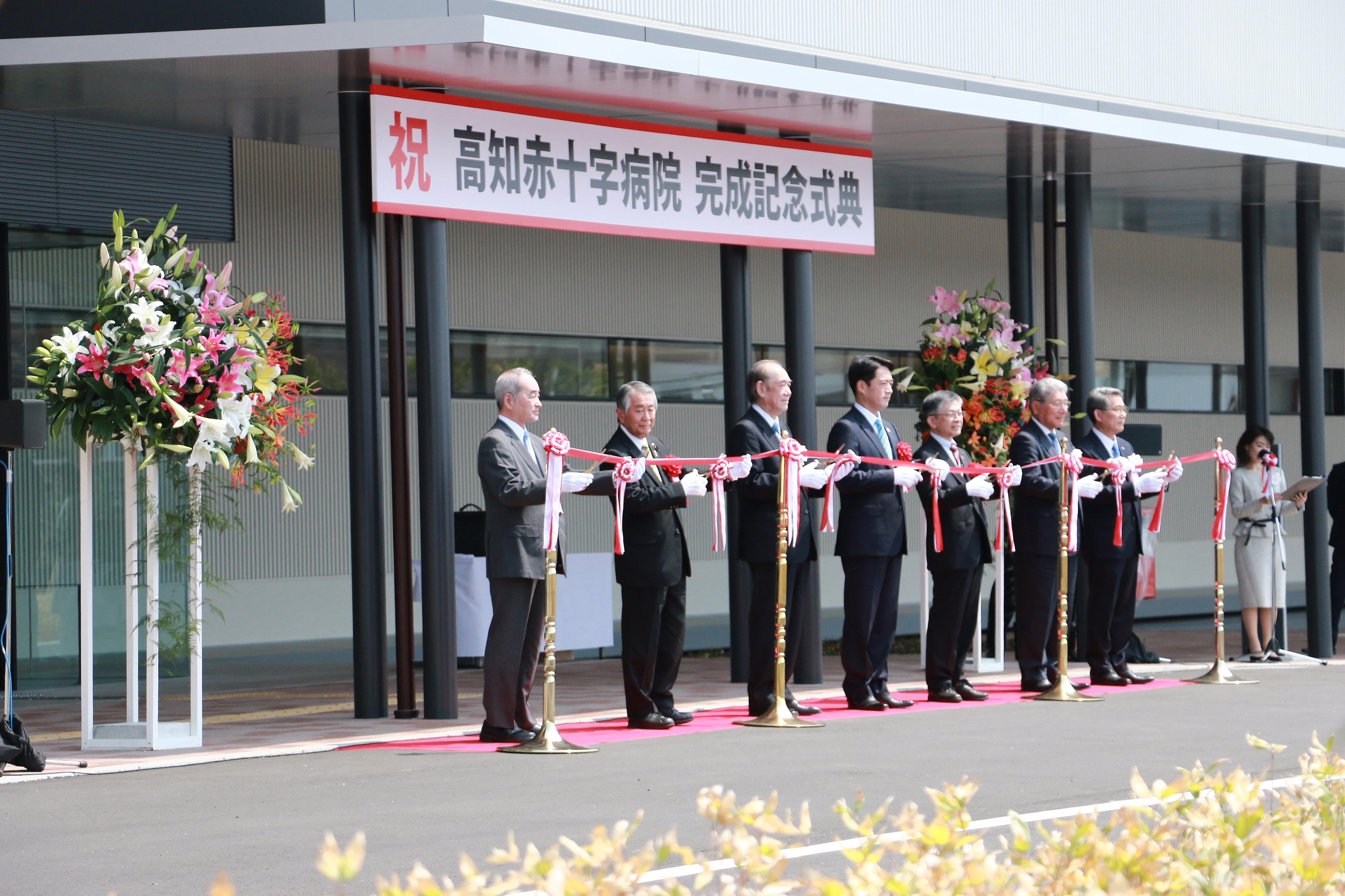 新高知赤十字病院・完成記念式典にて、高知県リリーズファミリーのゆりが使われました